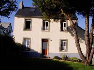 3299 Brittany cottage with sea views, Roscanvel