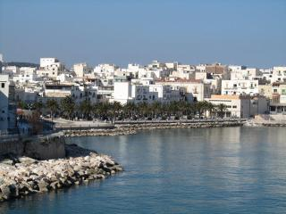 ** OFFERS AVAILABLE ** Beautiful Villa Apartment sleeps 6, close to the beach