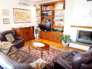 Abram Villa, Icici