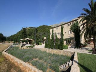 4 bedroom Villa in Cala San Vicente, Mallorca : ref 3365, Illetes
