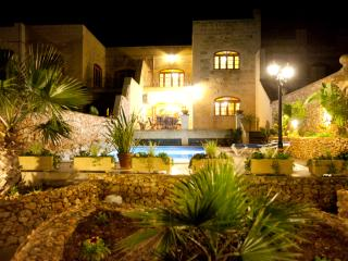 Large A/C villa, Free airport transfers and WiFi, Xaghra