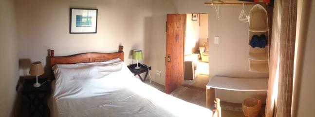 Downstairs Cottage: Double bedroom