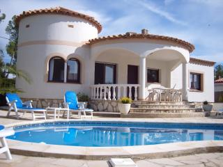 Casa Verano DETACHED spacious villa- residential location- private swimming pool