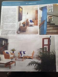 articulo en revista especializada, area sala, escalera y entrada principal
