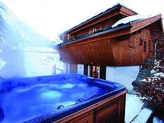 Chalet Hunter ~ Hot jacuzzi tub for relaxing in after a long day in the mountains