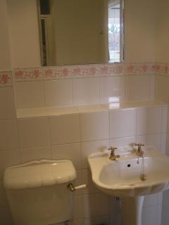 en-suite bathroom - shower cubicle, wash hand basin and loo