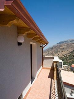 Terrazzo con vista della montagna e di Isola delle Femmine.