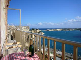 Captains Suite, Valletta. Spectacular harbour view