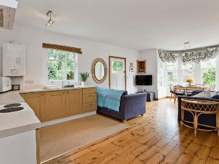 Sunny, open plan Orange House Flat & Studio with garden, 1 mile from beach