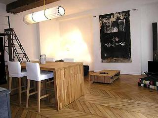Trendy Designer Montorgueil Loft One Bedroom - ID# 222
