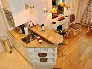 Ile de la Cite Luxury Two Bedroom - ID# 221, París