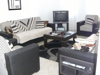 Spacious lounge has satelite tv,DVD player,some dvd's,plus a broad selection of books for guest