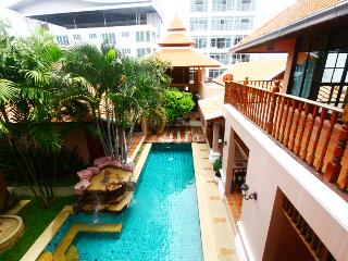 3 bedrooms pratamnak villa, Chonburi