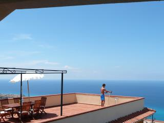 Apartment With Large Private Terrace Overlooking Tropea Marina