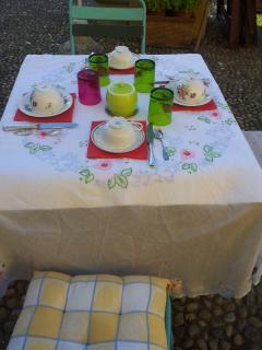 colazione in giardino nella bella stagione
