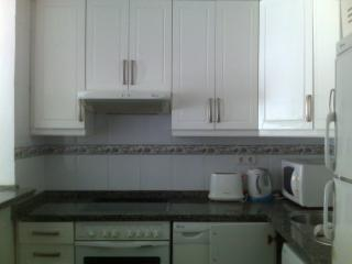 Fully fitted kitchen with granite worktops and all mod cons.