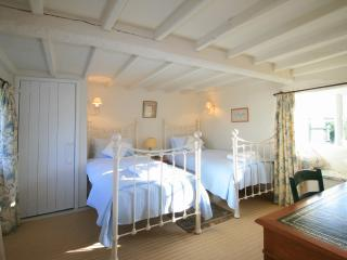 Michaelmas Cottage Twin bedroom