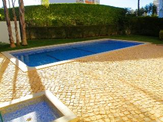 2 Bedroom Apartment w/ pool, Portimao