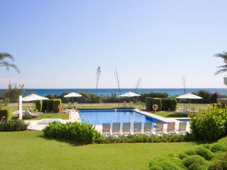 311-All year real HEATED POOL 2-bed beachfront luxury oasis