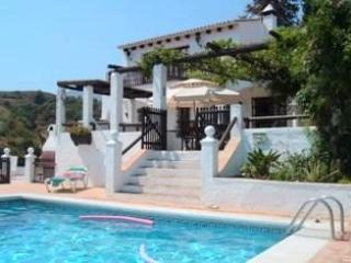 Secluded country house with heated swimming pool, Estepona