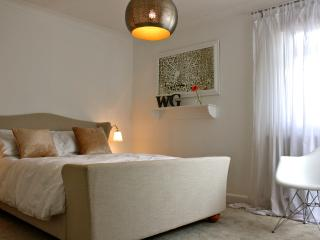 The White Room - West Gates House-Luxe Studio room, Bury St Edmunds