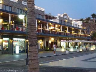 Shops and restaurants at nearby Puerto Calero