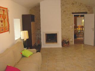 Sitting room /chimney