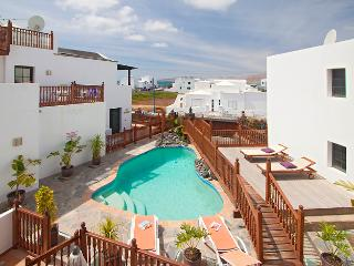 Casa Hibiscus family villa in fishing village, solar heated pool, near sea/beach
