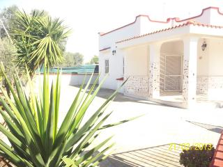 Detached villa, bbq, garden, near salento sea, Taranto