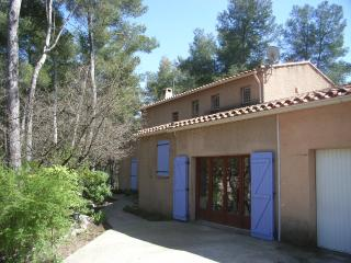 Aix-en-Provence holiday home with terrace and priv