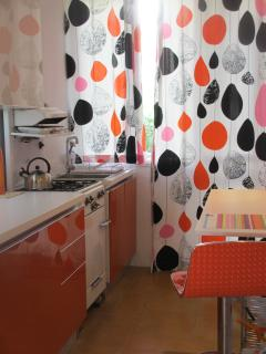A newly furbished retro style kitchen with your very own 60's over for perfect scrambled eggs!