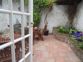 Dragonfly Cottage - Central Brighton Holiday Home