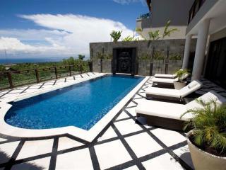 Royalty Queen Villa 6BR, Ocean View-Jimbaran