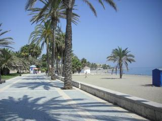 2 minutes walk from beach & promenade