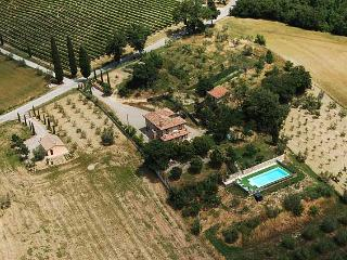 Detached villa with private pool near Siena. 4 bedrooms. Air conditioning, Wi-fi, Chianciano Terme