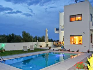 Holiday Villa with Pool, Crete, Chania Town
