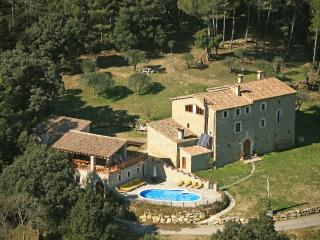 Amazing restored Manor, 40 guests 17BR, 15BA, Pool, Camos