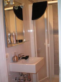 En-suite bathroom from 2nd bedroom.