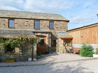 KNOTT VIEW, country holiday cottage, with a garden in Sedbergh, Ref 1097