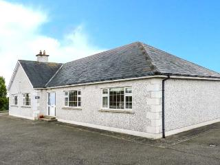 SUSSEX LODGE, detached, family and pet-friendly, off road parking, garden, in Enniscorthy, Ref 914879