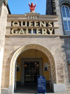 The Queens Gallery, Holyrood Palace and the Parliament are just 10 minutes away