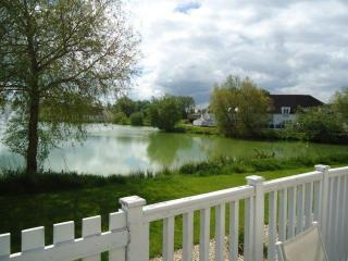 Stylish Lake Side Lodge in the Cotswolds to sleep 6 plus two babies/toddlers