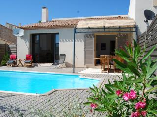 Gorgeously Built Holiday Villa with Private Pool, AC, Internet and strong WiFi