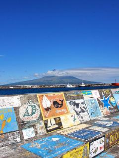 Paintings on the wall at Horta Marina.  Photo by G. Baviere