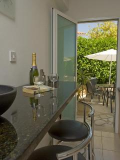 Breakfast Bar out to Garden Terrace