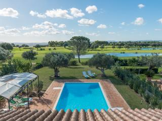 Villa Vainilla, spacious, comfortable, private pool&garden adjoining golf course