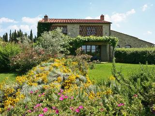 Independent Villa (10 people) with private garden and shared swimming pool