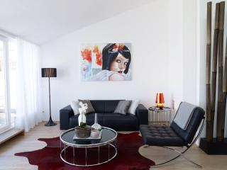 STYLED & SERVICED SENIOR 2 BEDROOM APARTMENT, Wien