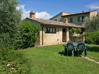 Podere il Pino 12 - Villetta with large private garden and shared swimming pool