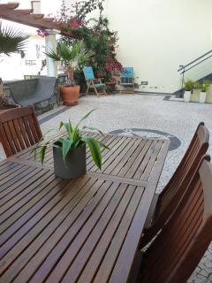 garden table for en suite dinning